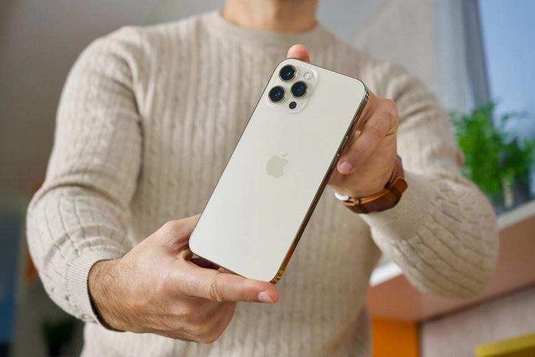 У всех моделей iPhone 12 явные и серьёзные проблемы с автономностью в играх. Она катастрофически низкая apple,новости,смартфон,статья