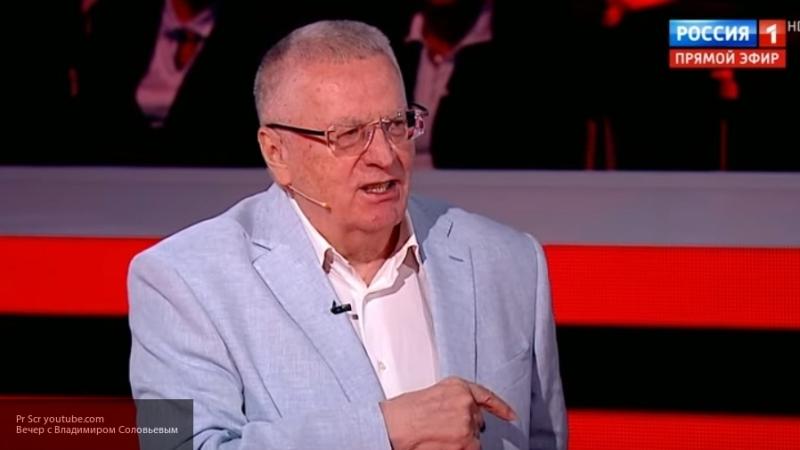 Жириновский рассказал о подаренных Ковтуну костюмах