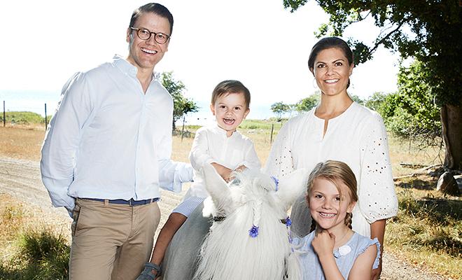 Королевская семья Швеции поделилась фотоотчетом своих каникул