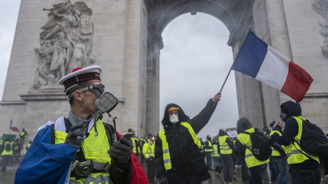 Свисток цветных революций: о требованиях «жёлтых жилетов»
