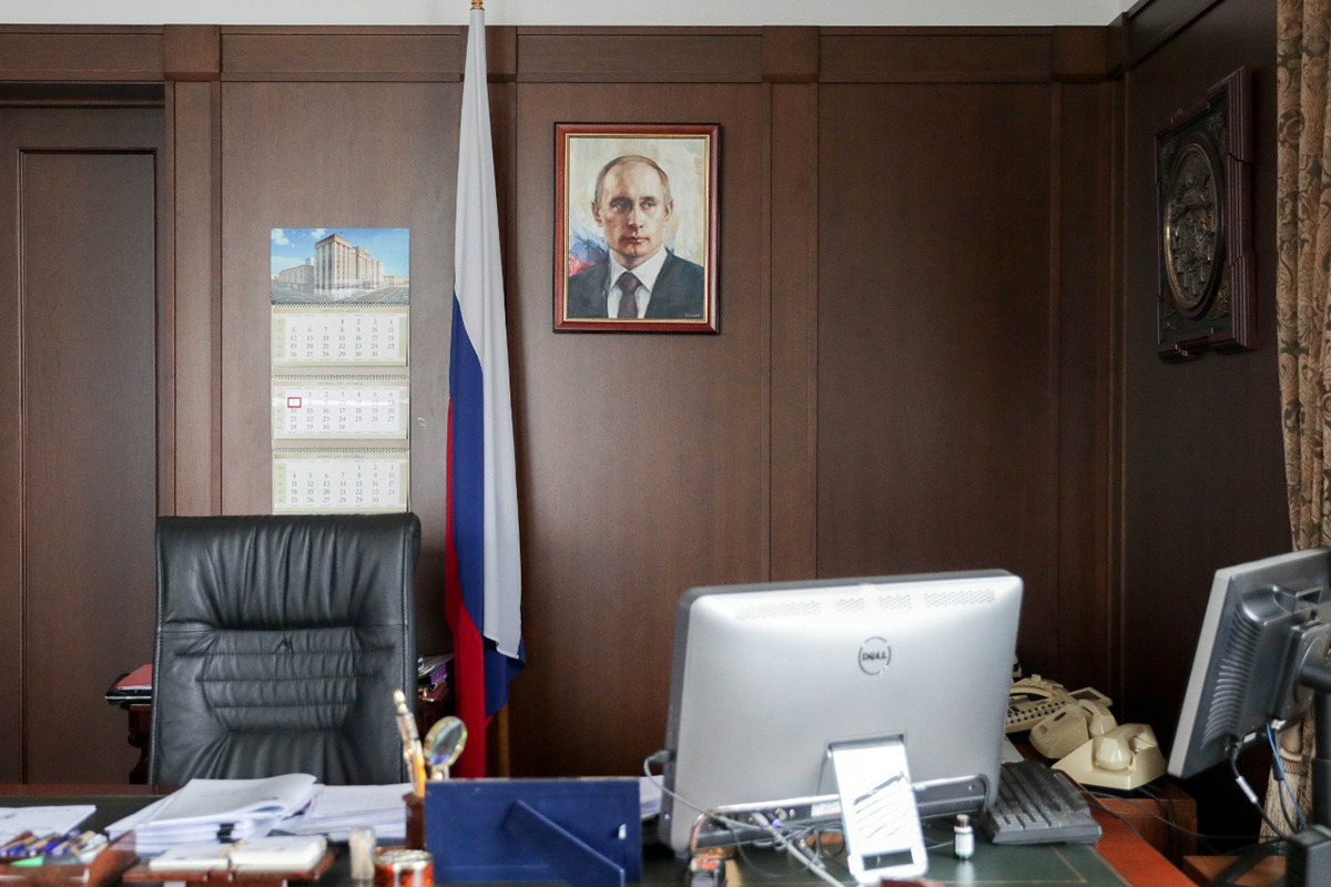 Песков заверил в отсутствии инструкций о размещении портретов Путина в госучреждениях
