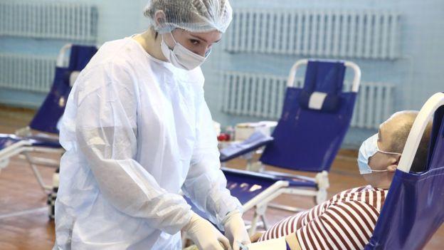 """""""Терапия отчаяния"""". Поможет ли плазма крови излечившихся от коронавируса тяжелобольным? коронавирус,лечение"""
