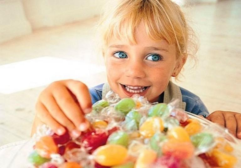 Картинки дети с конфетами, именинами юлии