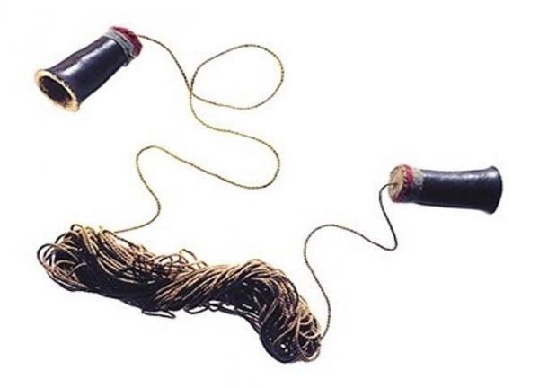 Детская игрушка или политический инструмент: откуда пошел «телефон» изчашек