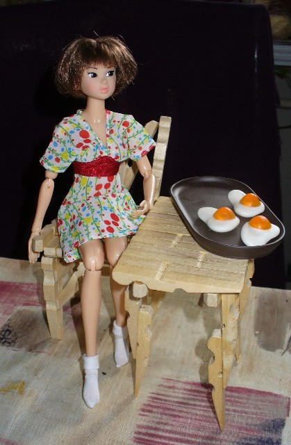Кукольная мебель из прищепок