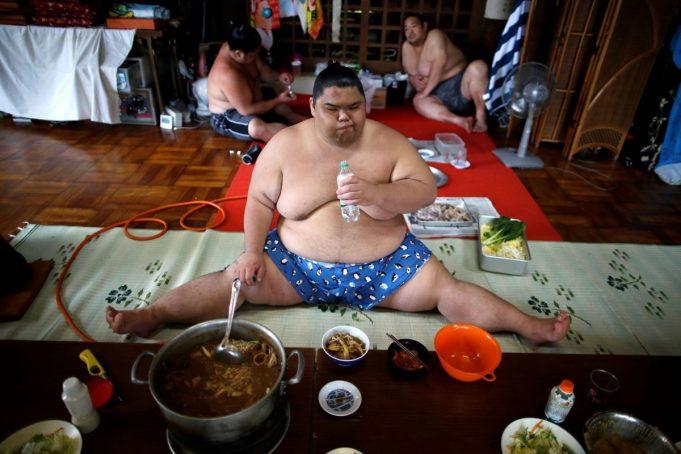 Тренировка и жизнь сумоистов в редких фотографиях
