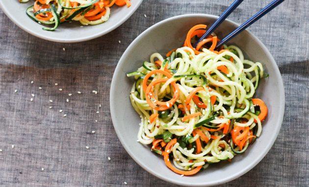 Азиатский огуречный салат с морковью