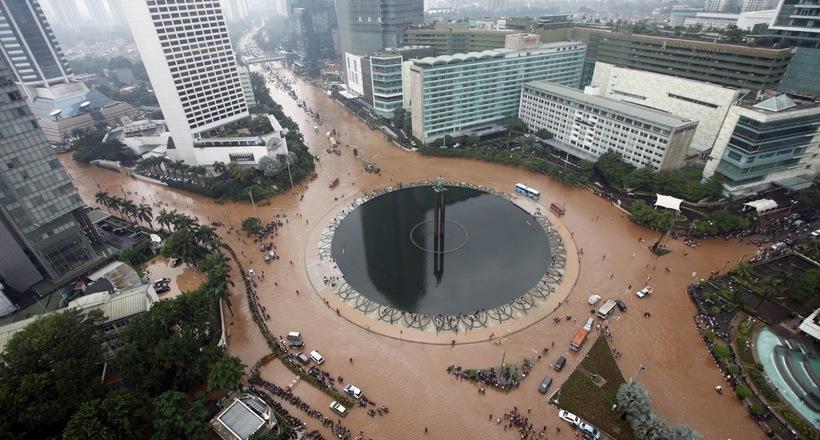 Времени почти не осталось: столица Индонезии погружается в воду Джакарта,Индонезия,мир,наука