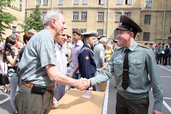 ПоÑледний звонок и вручение удоÑтоверений личноÑти офицера. Санкт-Петербург, 2012 год