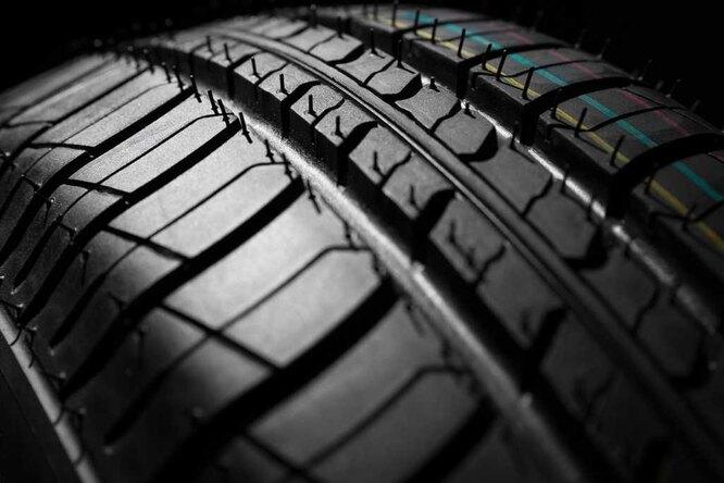 Для чего нужны странные резиновые «волоски» на новых шинах