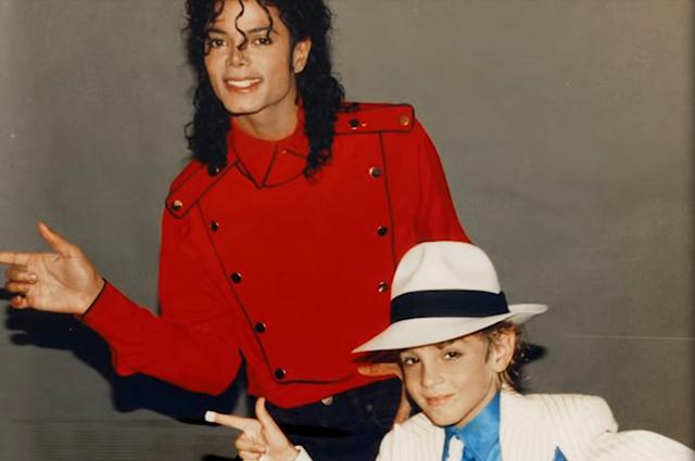 В сети появился первый трейлер фильма о Майкле Джексоне, в котором певца обвиняют в педофилии