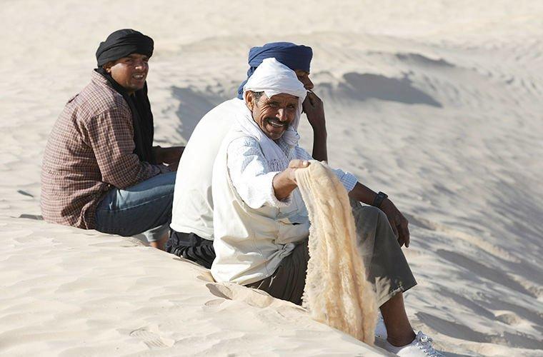 Они живут не торопясь в мире, люди, обычай, правила, русские, традиции, тунис, факты