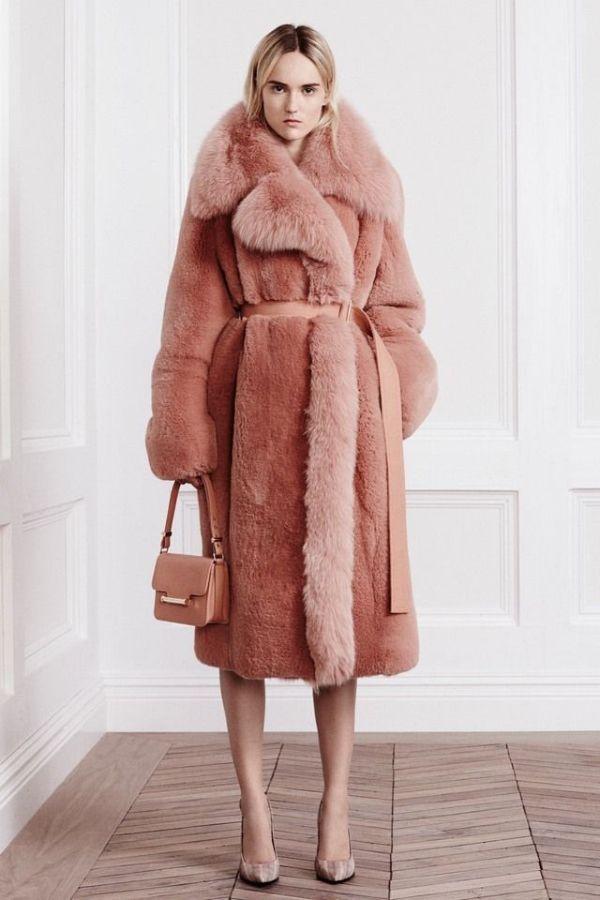 модная розовая шубка