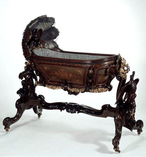 Интересная мебель и скульптура из дерева