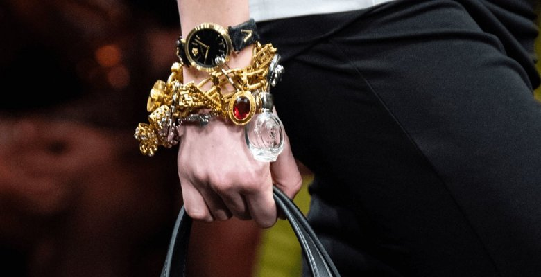 Versace girls: как носить бр…