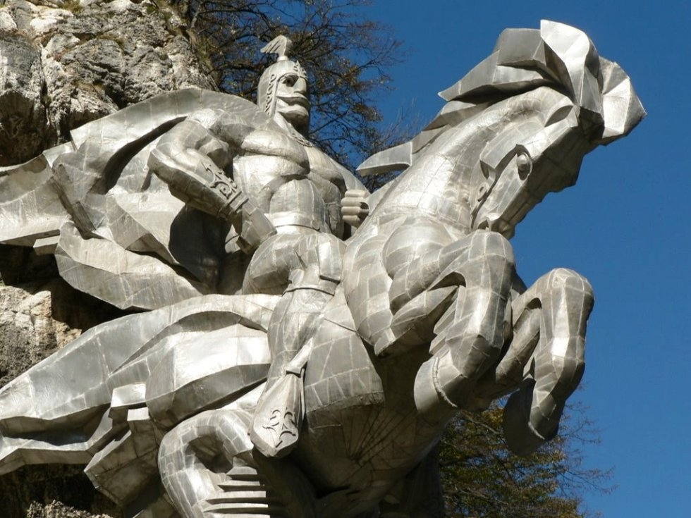 Памятник Уастырджи: самый высокий конный монумент в мире, Россия
