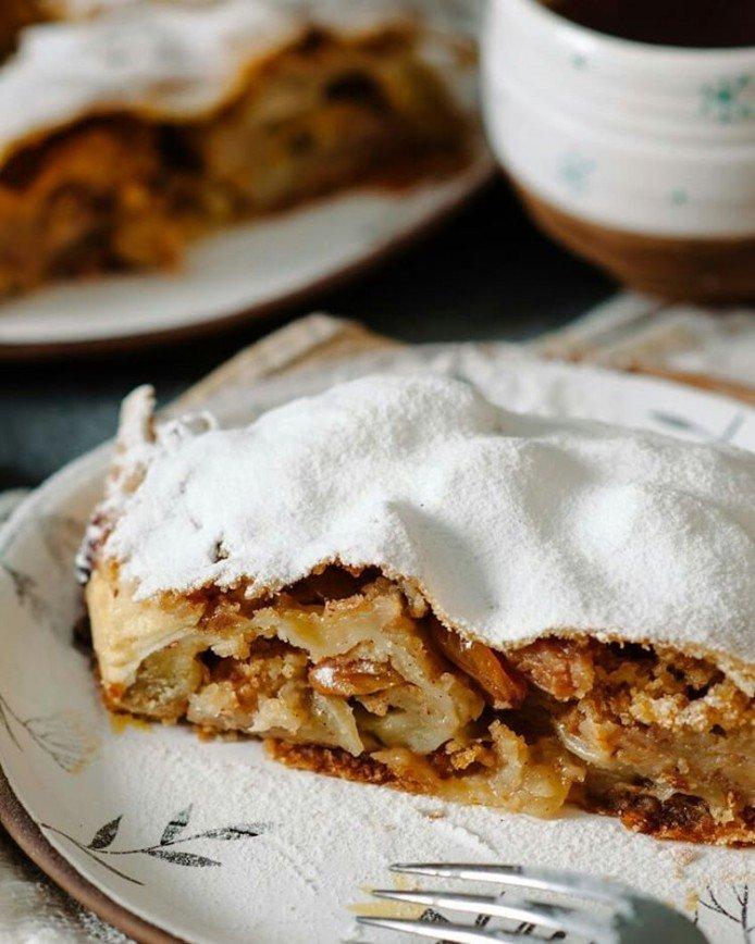 Балуемся вкусненьким: как приготовить потрясающий штрудель с яблоками