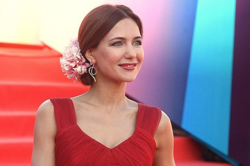 Екатерина Климова в полупрозрачном платье заставила мужские сердца биться чаще