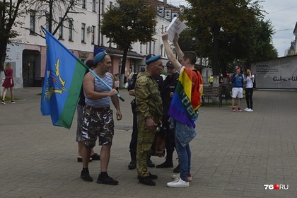 В российском городе десантники избили ЛГБТ-активиста за плакат про геев в ВДВ