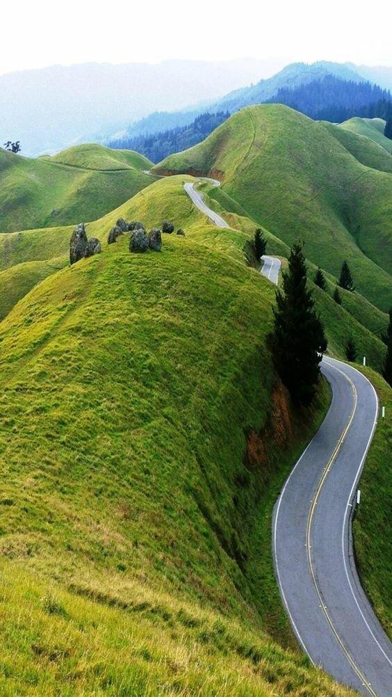 Они пролегают в интересных и невероятно красивых местах дороги, какой большой мир, красота, умиротворение, фотомир