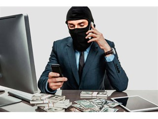 Мошенники звонят от банка, знают имя и номер карты. Откуда? россия