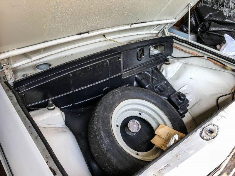 Запаска лежит в багажнике, но ее законное место — под капотом ЗАЗ 968, авто, автомобили, заз, запорожец, капсула времени, ретро авто, янгтаймер