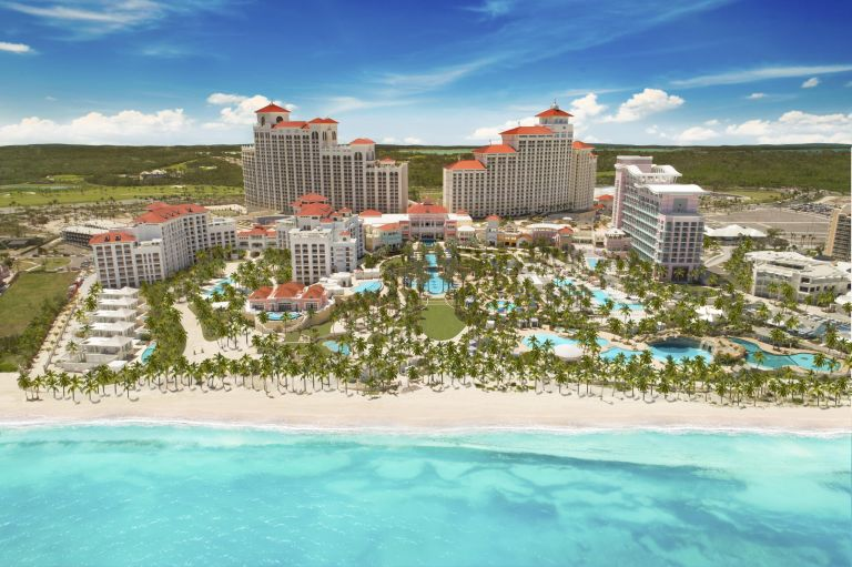 Курорт на Багамах будет платить вам, если вы согласитесь присматривать за фламинго
