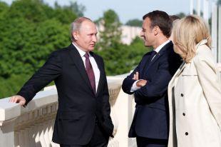 Осетрина и холодный борщ. Что подавали Путину и Макрону на ПМЭФ