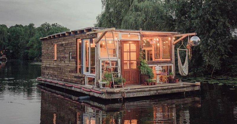 Фотохудожники путешествуют по Европе на лодках-студиях