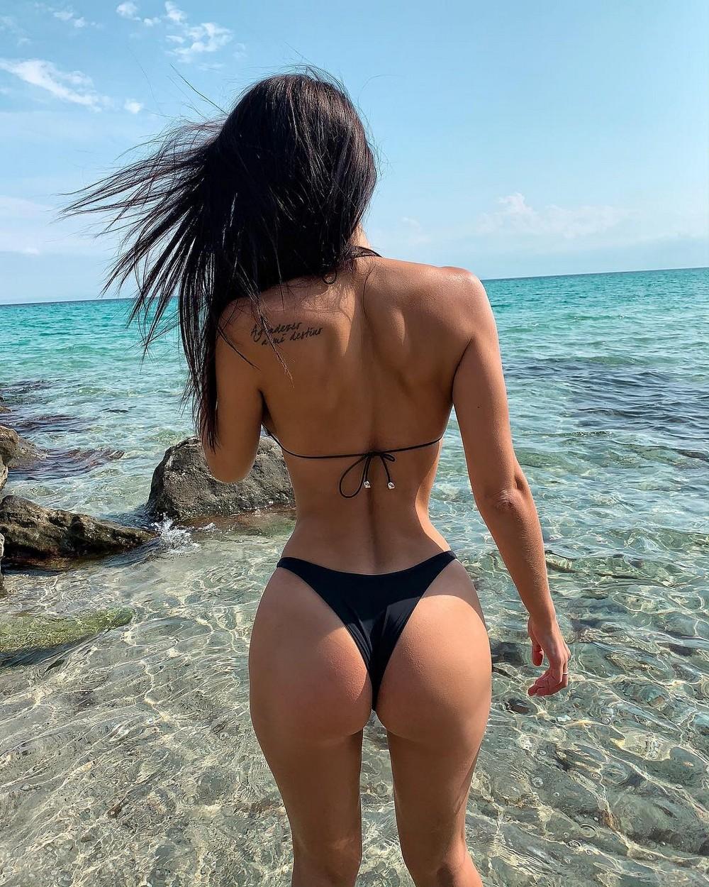 это красивые русские девушки в купальниках вид со спины говорю, знаете