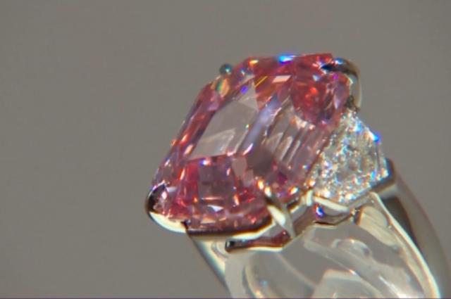 Редчайший розовый бриллиант продан на аукционе Christie's за $50,37 млн