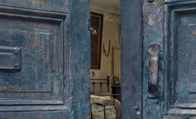 Семья купила дом и при ремонте нашла за обоями скрытую комнату, которую не открывали 102 года Культура