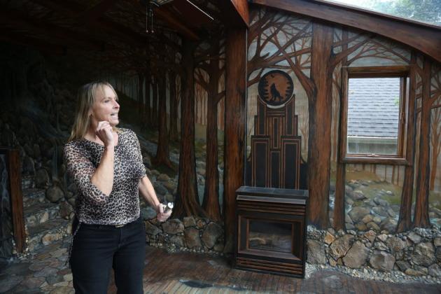 Лаури Сведберг - американская художница, которая потратила на украшение своего дома 35 лет.