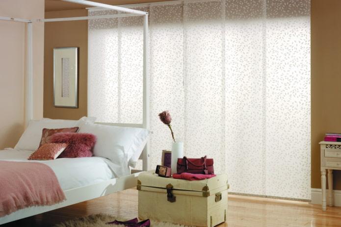 японские панели в интерьере спальни