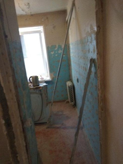 Вот печальное фото входа в кухню до ремонта