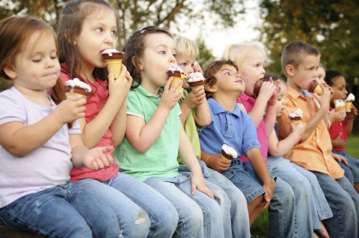 Устроить настоящее разнообразие помогут ореховое масло, шоколад или другие ингредиенты. /Фото: ice-creamtime.com