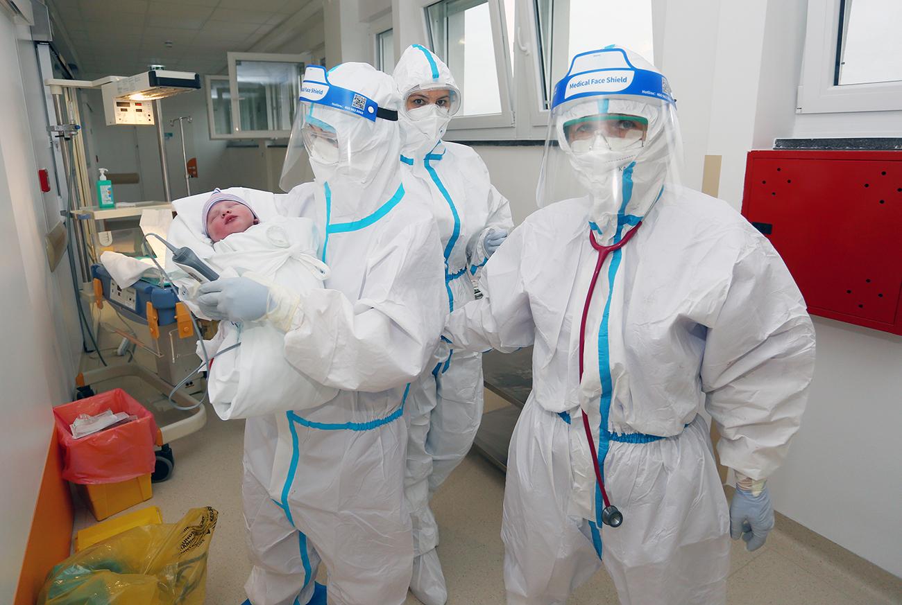 Рожденный на ИВЛ. В Петербурге коронавирус убил всю семью, остался один Кирей коронавирус,общество,питер,россияне