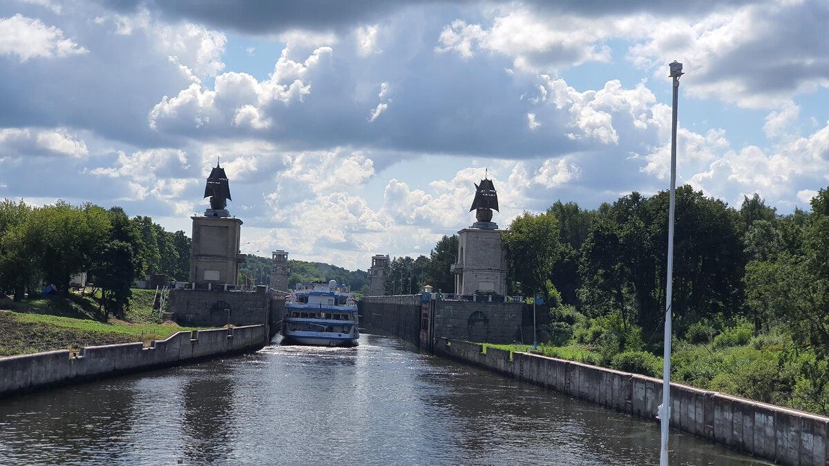 Проплыли по каналу имени Москвы. Узнали какое отношение к каналу имеют каравеллы Христофора Колумба