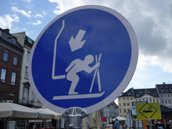 Абсурд на дорогах: самые смешные дорожные знаки