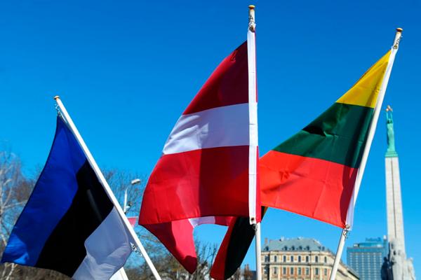 Страны Балтии призвали ЕС ввести санкции в ответ на задержание Навального