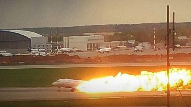 """""""Сначала ударила молния, потом отключилась связь"""" - пилот сгоревшего «Суперджета» рассказал, как произошла катастрофа новости,события"""