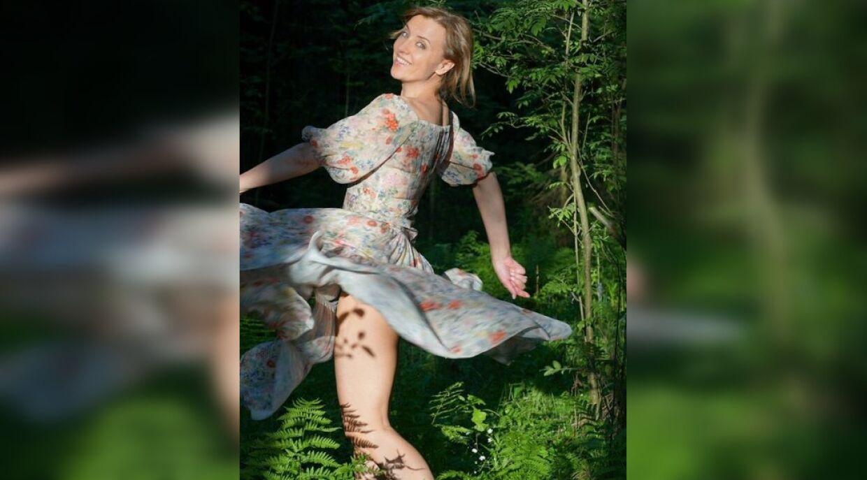 46-летняя Ксения Алферова показала «озорное» фото в кустах