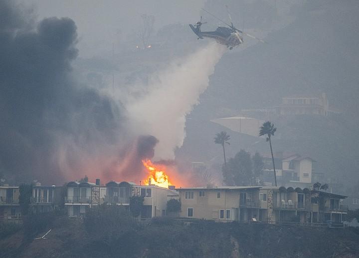 Число жертв пожаров в Калифорнии увеличилось до 31 человека