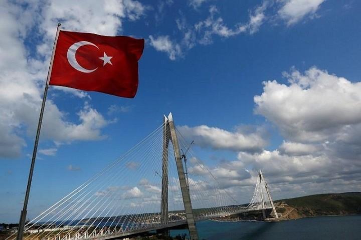 В турецкой Анталье произошло землетрясение