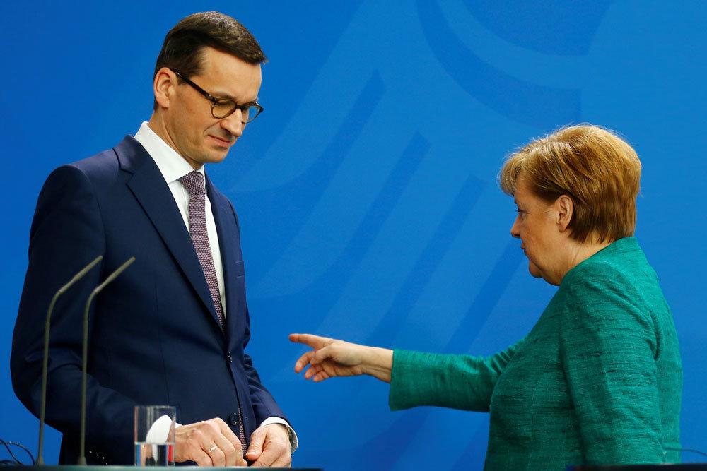 После переизбрания Меркель совершила визиты во Францию и Польшу