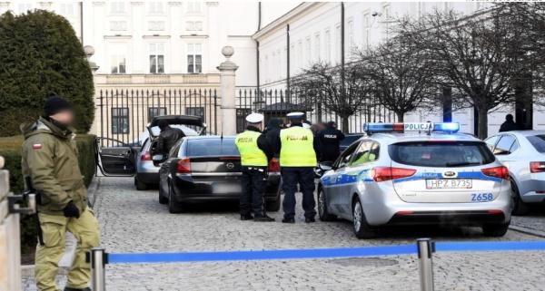 Водитель «фольксвагена» пытался протаранить дворец президента Польши