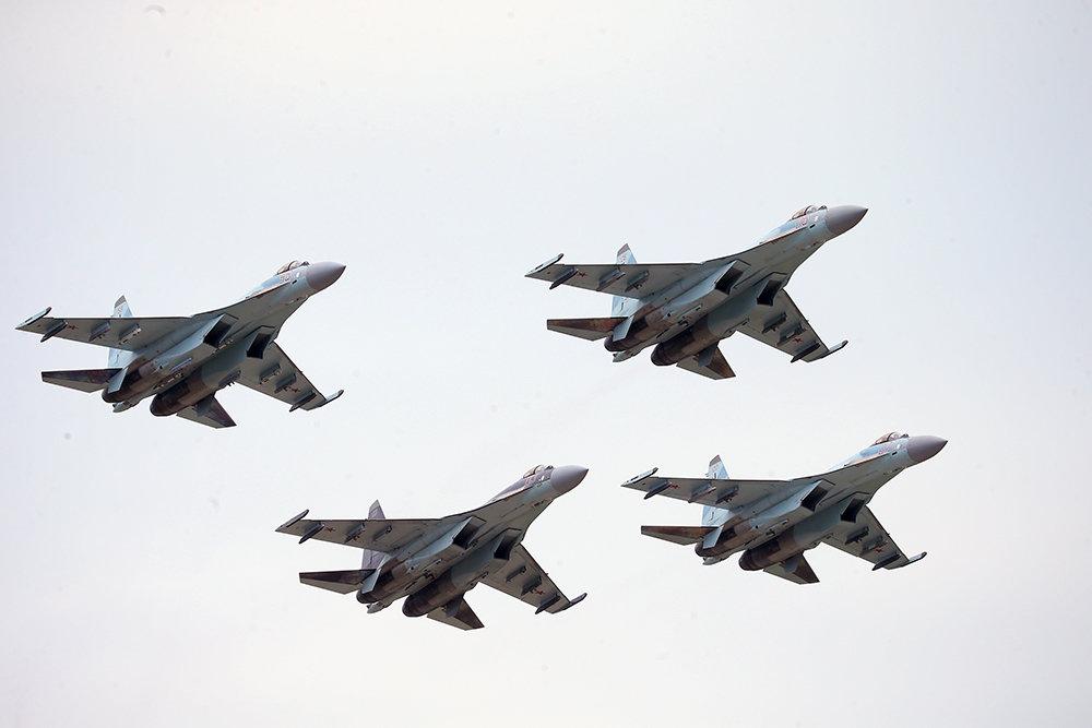В Карелии истребители Су-35 …