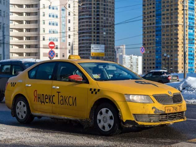В Москве таксист избил пассажира и отобрал у него 130 миллионов рублей