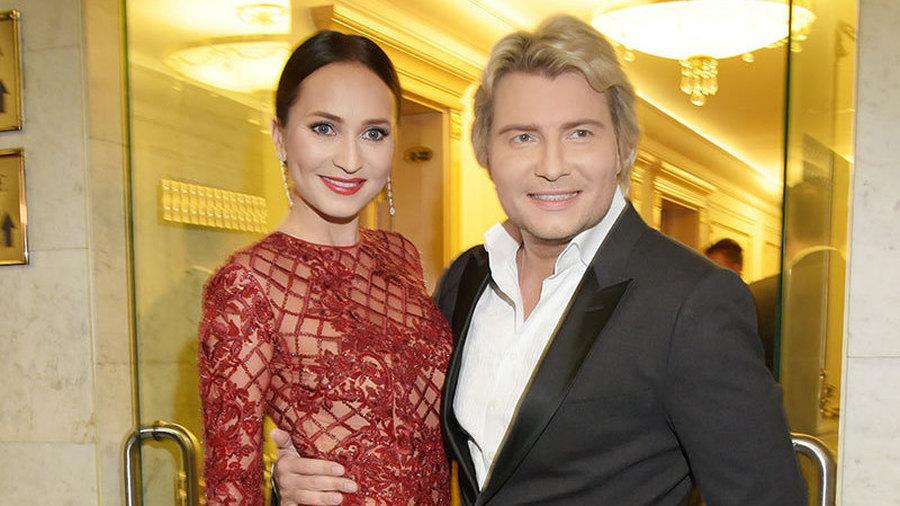 Невеста Баскова упала со сцены, сын Пугачёвой записал свой первый хит, Киркоров намерен породниться с Тимати, а Джулию Робертс снова признали самой красивой женщиной в мире