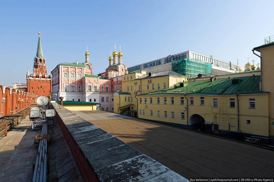 ладонях фотографии московского кремля изнутри костюмов